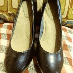 🌻🌻NWOT Navy blue heels size 10